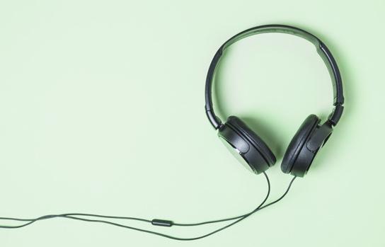 black-headphone